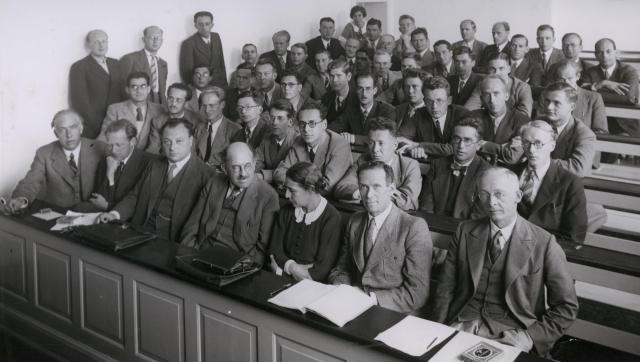 Bohr_Heisenberg_Pauli_Meitner_u.a._1937_n