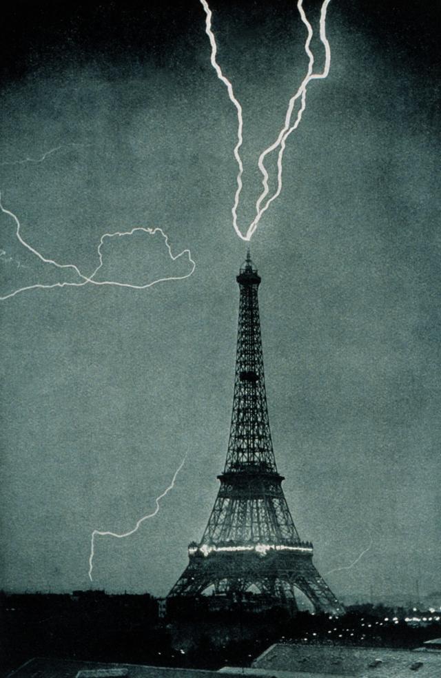 Lightning_striking_the_Eiffel_Tower_-_NOAA_edit