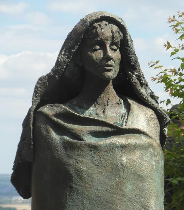 Escultura de Hildegarda de Bingen de Karlheinz Oswald