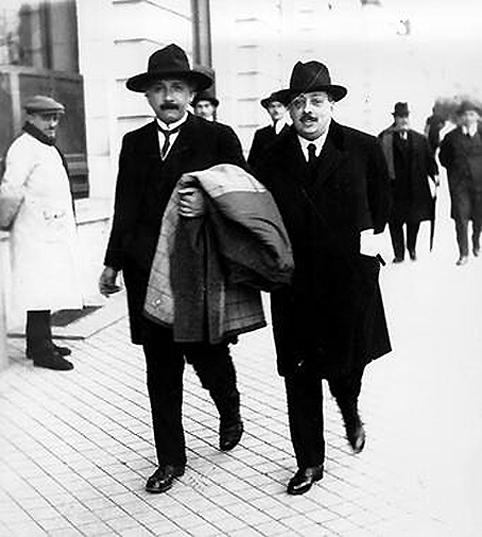 Einstein-y-Cabrera-pasean-por-Madrid_image2_380