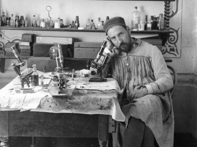 Ramón_y_Cajal_ca__1884-1887_(autorretrato)
