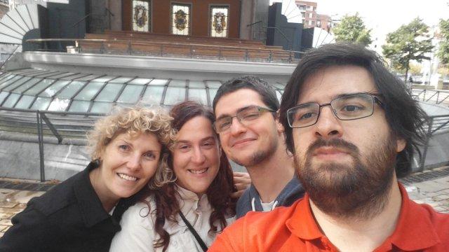 De derecha a izquierda: Charlie, Iñigo, Amaia y yo