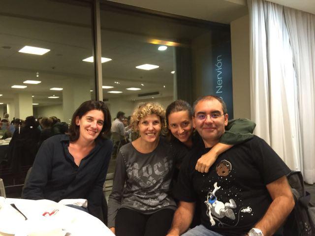 De derecha a izquierda: Sergio L. Palacios, Oihana Iturbide, yo y Silvia.